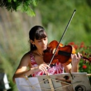 Jennifer Visick - Viola Player / Strolling Violinist in Monrovia, California
