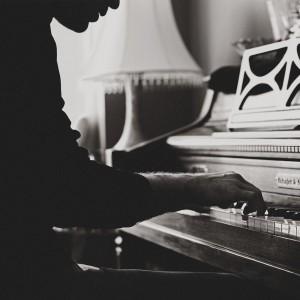Jon Swenson - Folk Singer / Singer/Songwriter in Portland, Oregon