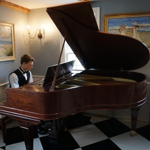 Jonathan Danis Solo Piano - Pianist in West Newbury, Massachusetts