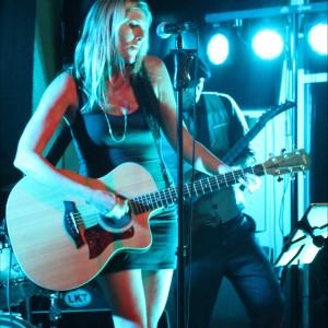 Julie Savannah - Vocalist / Guitarist - Singing Guitarist / Wedding Musicians in Fort Myers, Florida