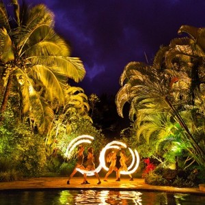 Kalalea - Fire Dancer / Beach Music in Honolulu, Hawaii