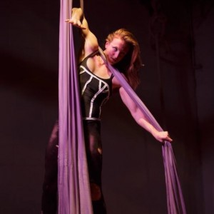 Katherine Hutchinson - Aerialist in Emeryville, California