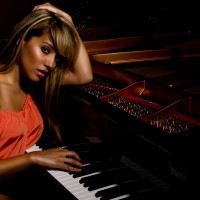 KristineMirelle - Singing Pianist in Hollywood, California