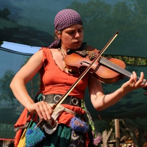 Lady Sara Devine, the Traveling Violin - Violinist in St Paul, Minnesota