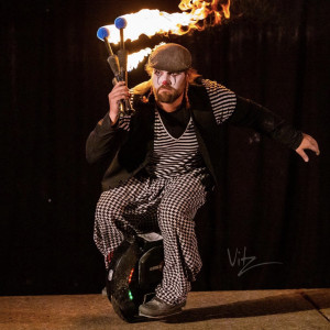 Lance Woods - Juggler in Portland, Oregon