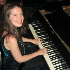 Lara Driscoll Piano - Jazz Pianist / Keyboard Player in Chicago, Illinois