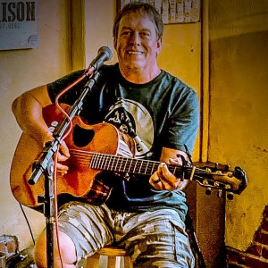 Larry Newsom - Singing Guitarist in Ponca City, Oklahoma