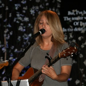 Laura McRoberts - Guitarist / Wedding Entertainment in Newport Beach, California