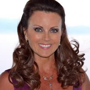 Laurie Saunders - Pop Singer in Naples, Florida