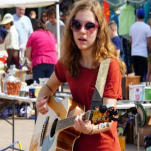 Lauryn VonAhnen - Singing Guitarist in Overland Park, Kansas