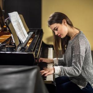 Leonie The Pianist - Pianist in Glengary, West Virginia