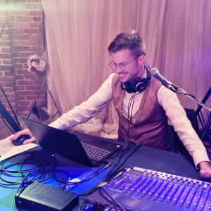 Lewis Knudsen Wedding DJ + Acoustic Live