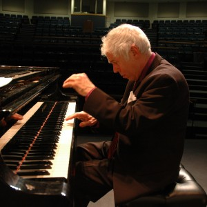 Lincoln Mayorga - Pianist / Composer in East Chatham, New York