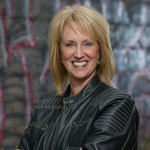 Lisa Brouwer - Motivational Speaker / Corporate Event Entertainment in Sioux Falls, South Dakota