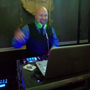 ListenUp! Productions - Mobile DJ / Outdoor Party Entertainment in O Fallon, Missouri