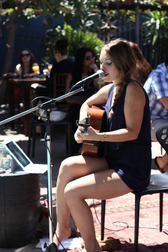 Hire Liz Fohl Singing Pianist In Los Angeles California