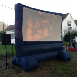 Long Island Backyard Movie - Outdoor Movie Screens / Family Entertainment in Merrick, New York