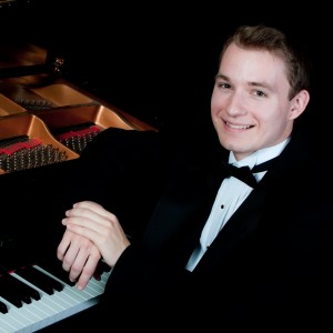 Louis Claussen - Pianist / Holiday Party Entertainment in Lincoln, Nebraska