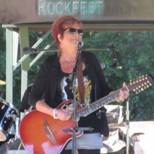 Madam Weez - Singing Guitarist / Guitarist in Warren, Ohio