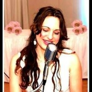 Mara Bettencourt - Singer/Songwriter in Boston, Massachusetts