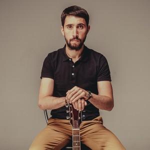 Max K - Singing Guitarist in Miami, Florida