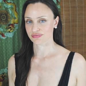 Melanie Tolbert / Angelia Jolie double