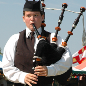 Heather Pastva, Bagpiper