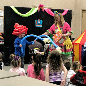 Mrs. Holly Claus - Children's Party Magician in King Of Prussia, Pennsylvania