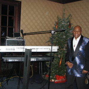 One Man Band. Keyoard/Vocals/ Variety - Singing Pianist in Park Forest, Illinois
