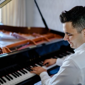 Nicholas Deek - Pianist - Pianist / Wedding Band in Ottawa, Ontario