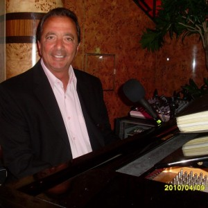 Pianist/vocalist/piano bar entertainer - Singing Pianist in Aspen, Colorado