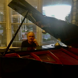 Piano and Vocals by Gordy Hunt - Singing Pianist in Detroit, Michigan