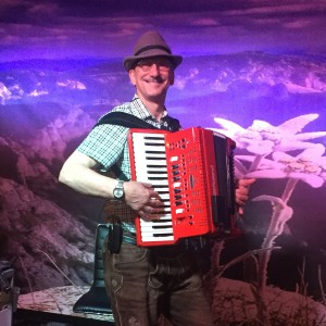 Larry Roberts Polkas and More - Accordion Player / 1940s Era Entertainment in Scottsdale, Arizona