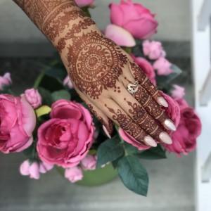 Professional Reliable Award Winning Henna Artist - Henna Tattoo Artist / College Entertainment in Airdrie, Alberta