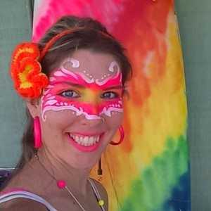 Rainbow Chameleon Art Maui - Stilt Walker / Face Painter in Maui, Hawaii
