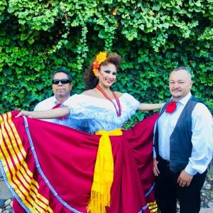 Reyna y su Trio Latin-Mariachi Band