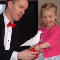 Richard Young the Magician - Children's Party Magician / Trade Show Magician in Calgary, Alberta