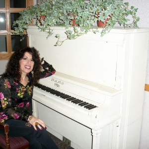Rita  Rose - Singing Pianist / Cabaret Entertainment in Huntington, New York