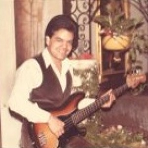 Roberto Alejandro - Singing Guitarist in North Hollywood, California