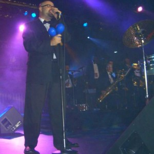 Salsa Caliente (Featuring: Alberto Gonzalez) - Salsa Band in Los Angeles, California