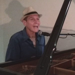 Singing Piano Player Jonathan Cole