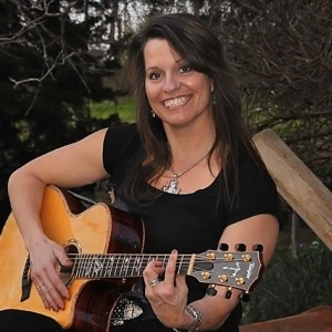 Jennifer Reisch - Singing Guitarist in Springfield, Missouri