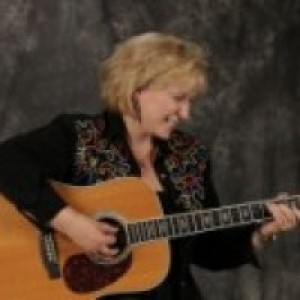 Susan Ferrell - Country Singer / 1940s Era Entertainment in Akron, Ohio