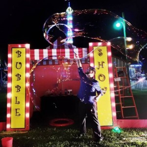 The Giant Bubble Show - Bubble Entertainment / Outdoor Party Entertainment in Wisconsin Dells, Wisconsin