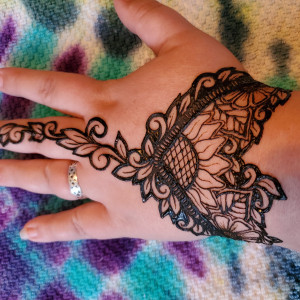 The Glitter Bee - Henna Tattoo Artist in Waynesboro, Virginia