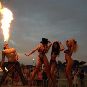 The Kozmik Twinz Stilts and Fire - Stilt Walker in Beverly Hills, California