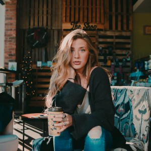 Alyssa Wettlaufer - Singer/Songwriter in Royal Oak, Michigan