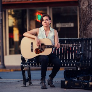 Tina Ván - Singing Guitarist / Pop Music in Edinburg, Texas