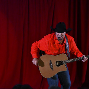 Tom As Garth - Garth Brooks Impersonator / Tribute Band in St Petersburg, Florida