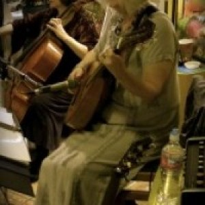 Troubadora ~ duo: cellist with Lute Guitar